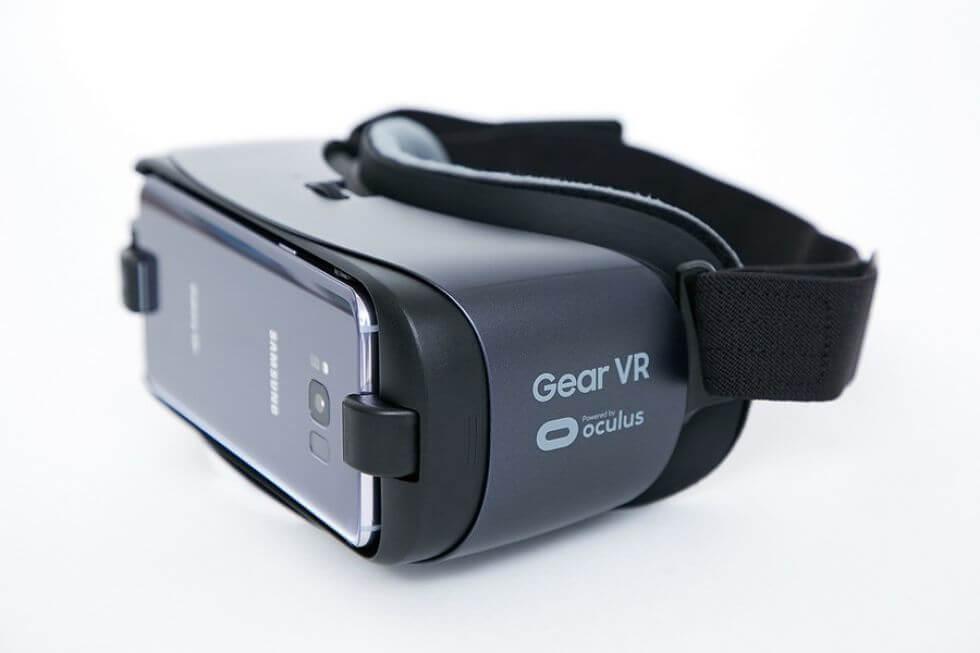 إطلاق نظارة الواقع الافتراضي الجديدة من سامسونج 21 أبريل القادم