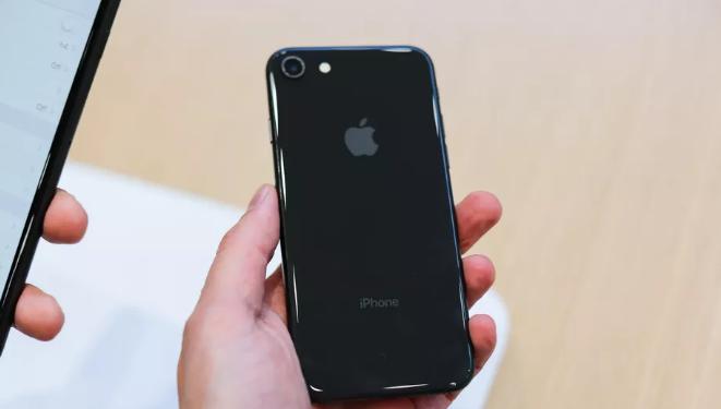 تكلفة إصلاح الزجاج الخلفي لآيفون iPhone-8-3.png