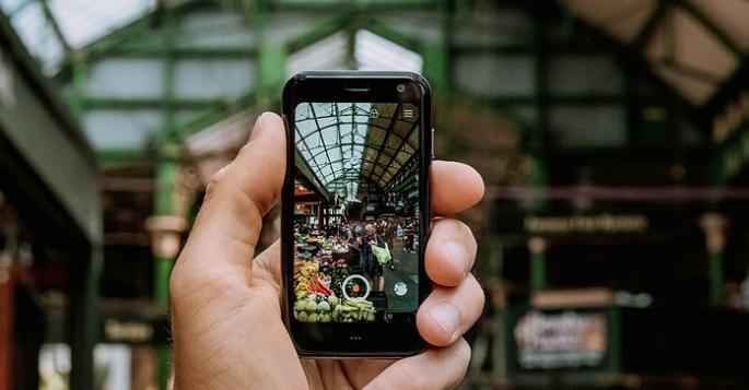 هاتف Palm المميز بحجم 33 إنش متوفر الآن في نسخة مفتوحة بسعر 349 دولار