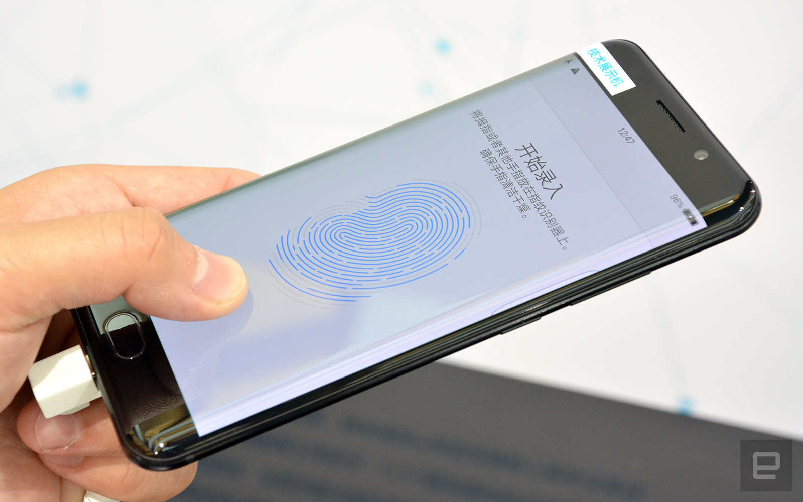 Vivo first with fingerprint sensor under mobile display Read more: http://www.tweaktown.com/news/58208/vivo-first-fingerprint-sensor-under-mobile-display/index.html?utm_source=dlvr.it&utm_medium=twitter&utm_campaign=tweaktown