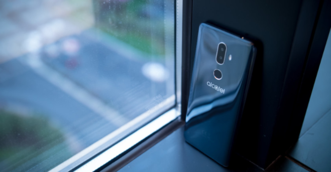 تسريبات هاتف ألكاتيل 3V تكشف عن شاشة بدقة FHD+ ومعالج رباعي النواة