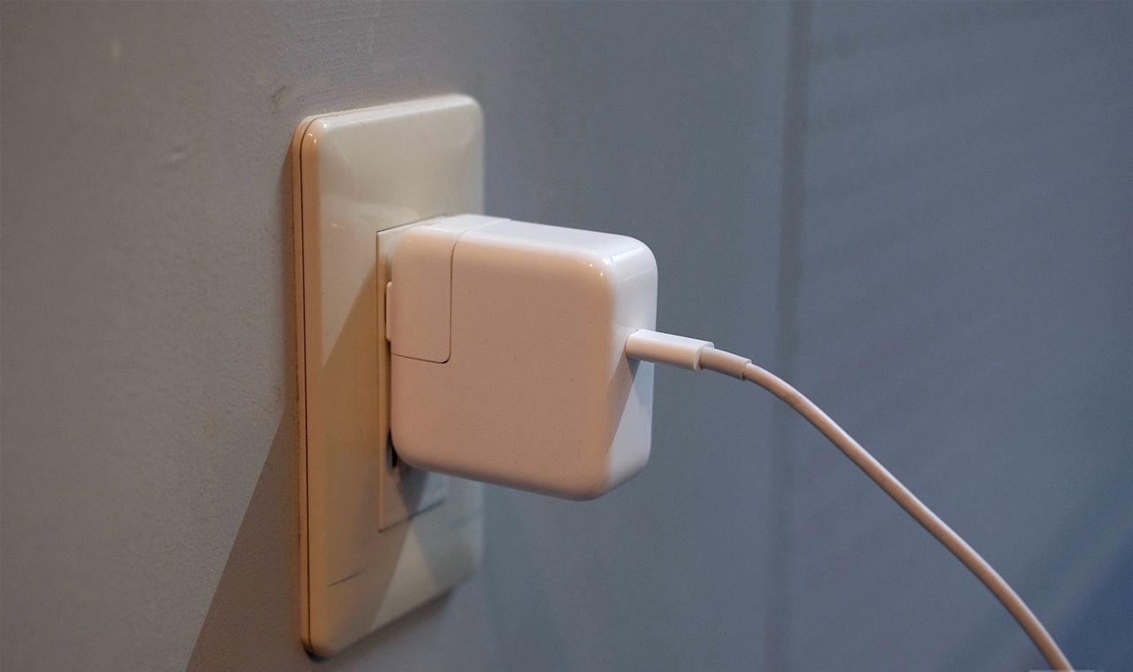 Apple -AC adapter