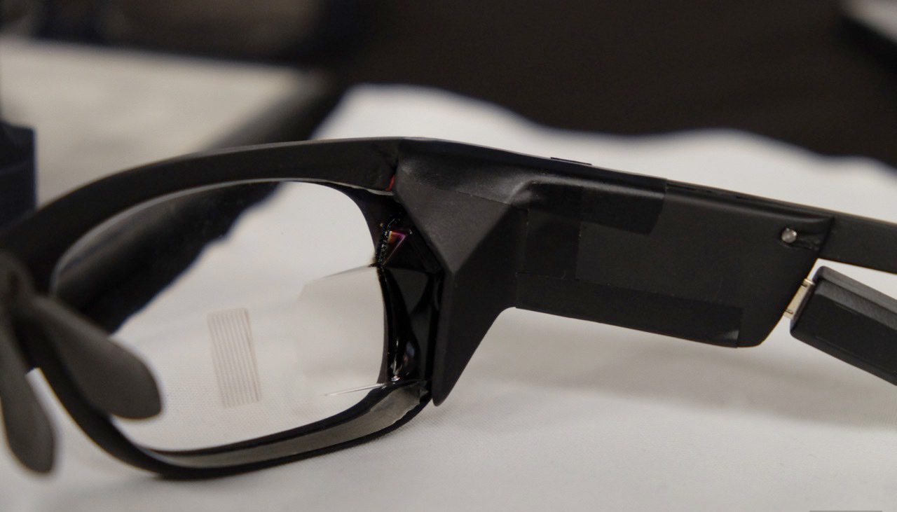 Carl Zeiss -OLED-glasses-display