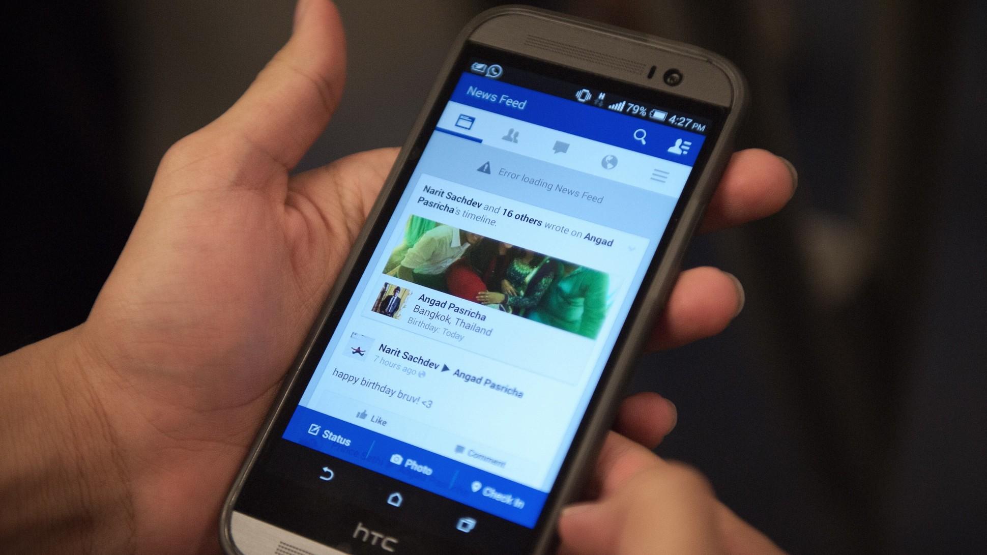 Facebook-testing multiple news feeds