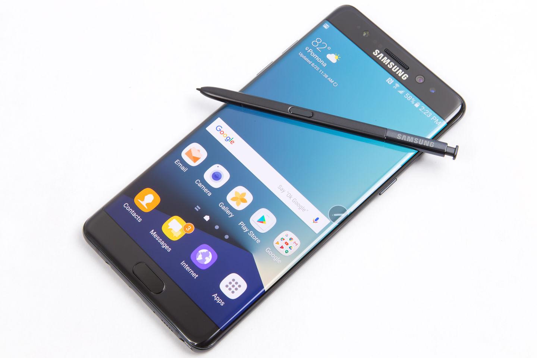 قدمت العملاق الكوري سامسونج تصريحات رسمية حول التقارير الأخيرة التي أفادت حوادث إنفجار البطارية في هاتف نوت 7، حيث أكدت شركة سامسونج على تغيير نماذج نوت 7 ...