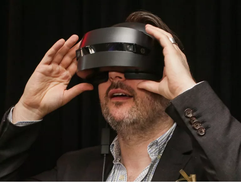 HP's mixed reality headset gets ready for holiday