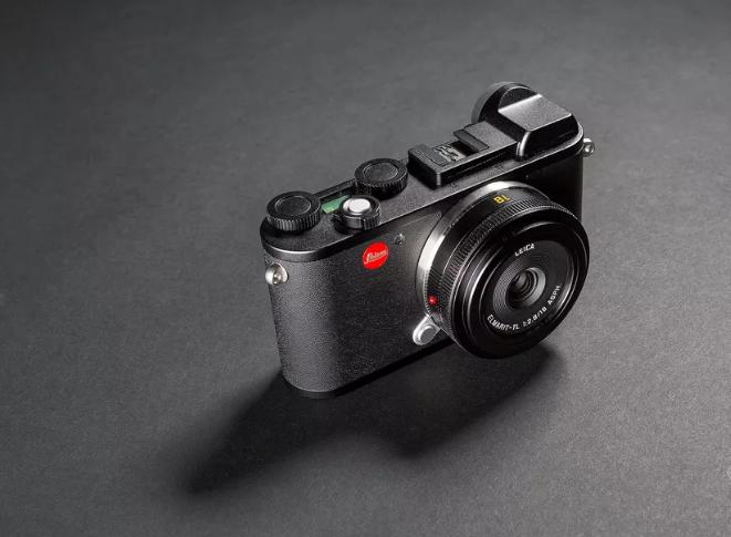 Leica تطلق كاميرا CL الجديدة بدون مرآة داخلية