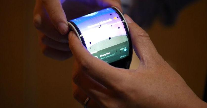 Lenovo-foldable-smartphone