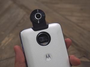 Motorola's Moto Z gets a 360-degree camera mod