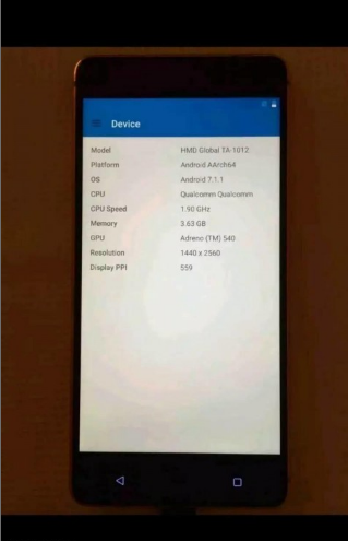 Nokia 8 photographed with benchmark results