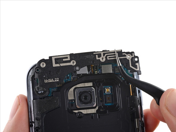 Samsung Galaxy S7 Teardown 4