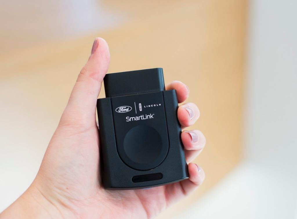 محول SmartLink يمنح قدرات LTE، واي فاي والتحكم بالتطبيقات للسيارات القديمة