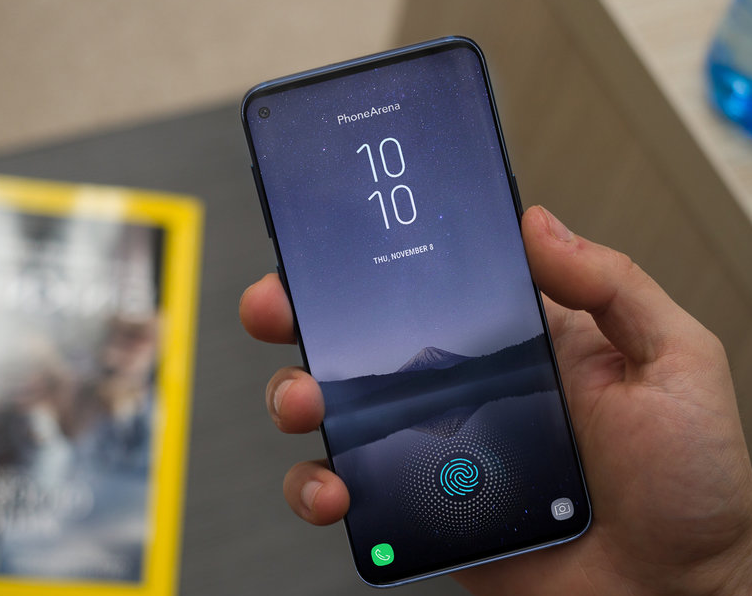 The-Galaxy-S10-will-have-a-different-display -two-selfie-cameras