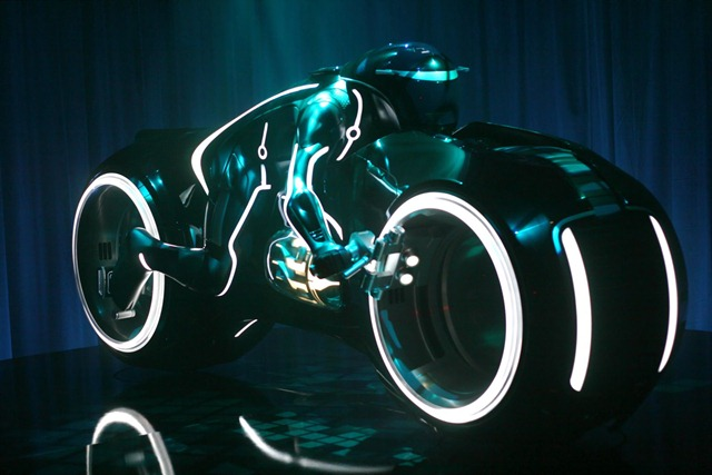 Tron_Light_Cycle_06