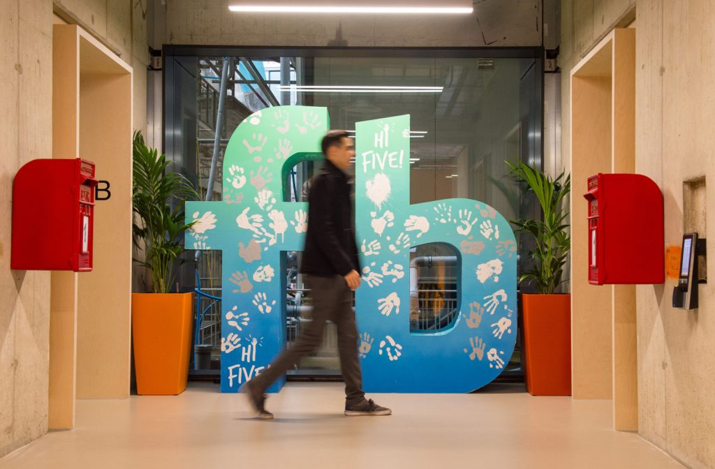 المملكة المتحدة قد تفرض ضرائب على شركات الإنترنت للمساعدة في مكافحة التطرف عبر الإنترنت