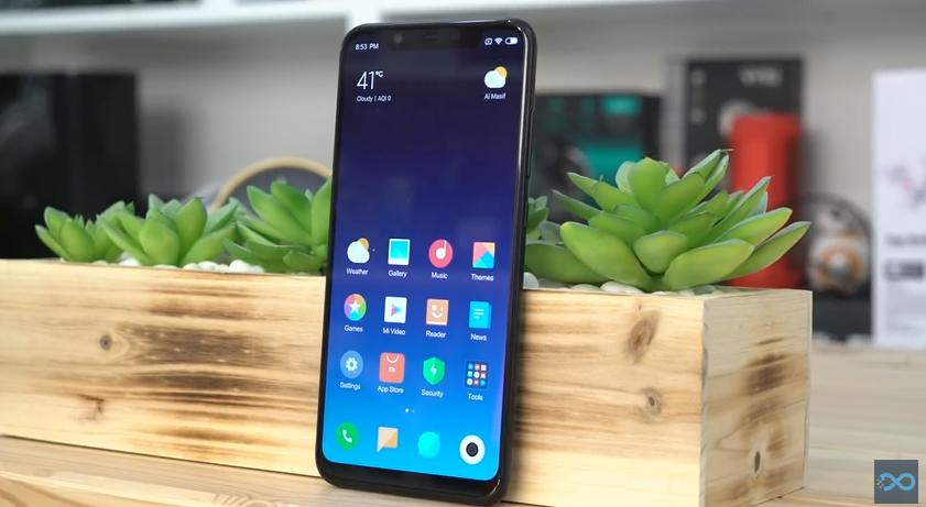 مراجعة للهاتف Xiaomi Mi 8