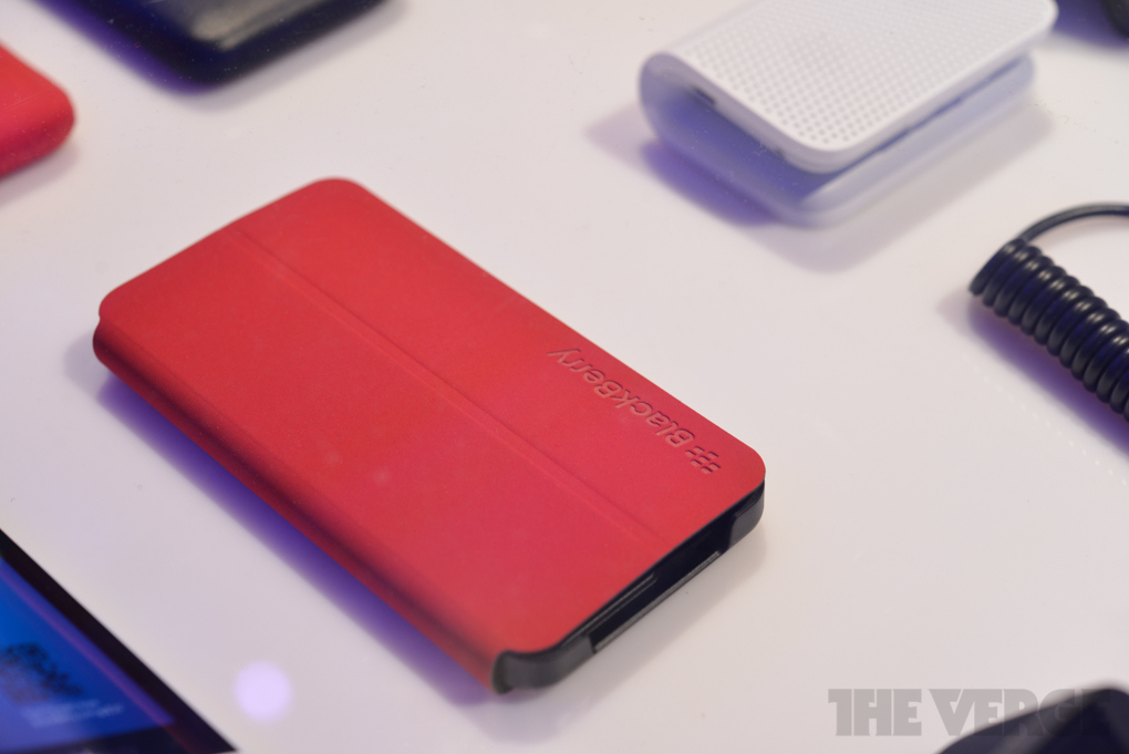 blackberry-q10-red_verge_super_wide