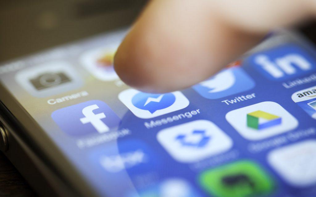 فيسبوك يضع إعلانات الفيديو التلقائية داخل ماسنجر