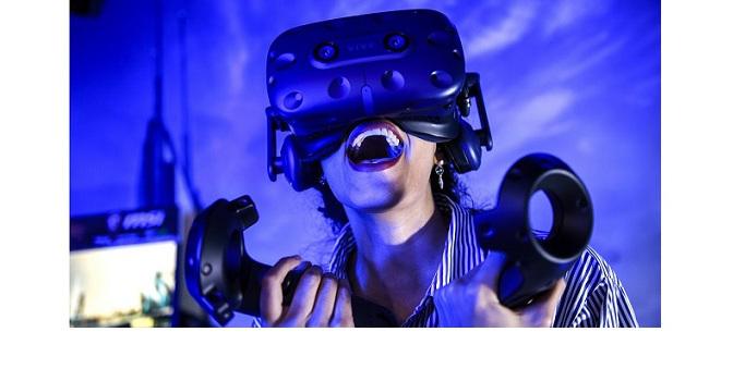 ميزة الواقع الافتراضي تنتقل إلى مستوي أعلى مع منظومة HTC Vive Pro
