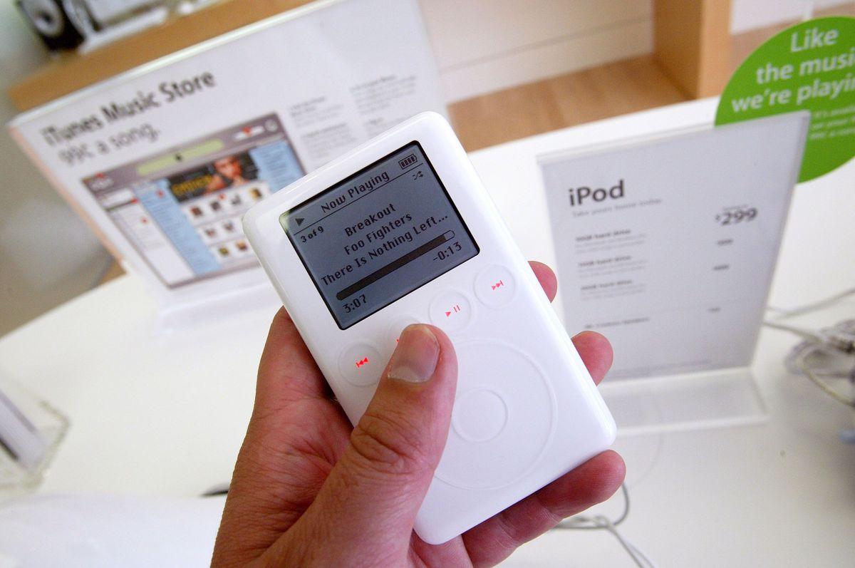 iPod classic (3rd gen), 2003
