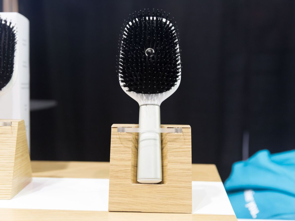 kerastase-smart-hair-brush