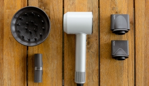 vpavic-Supersonic-hair-dryer